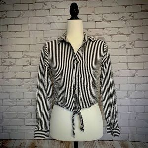 4 for $20 🖤 FOREVER 21 Front Tie Blouse